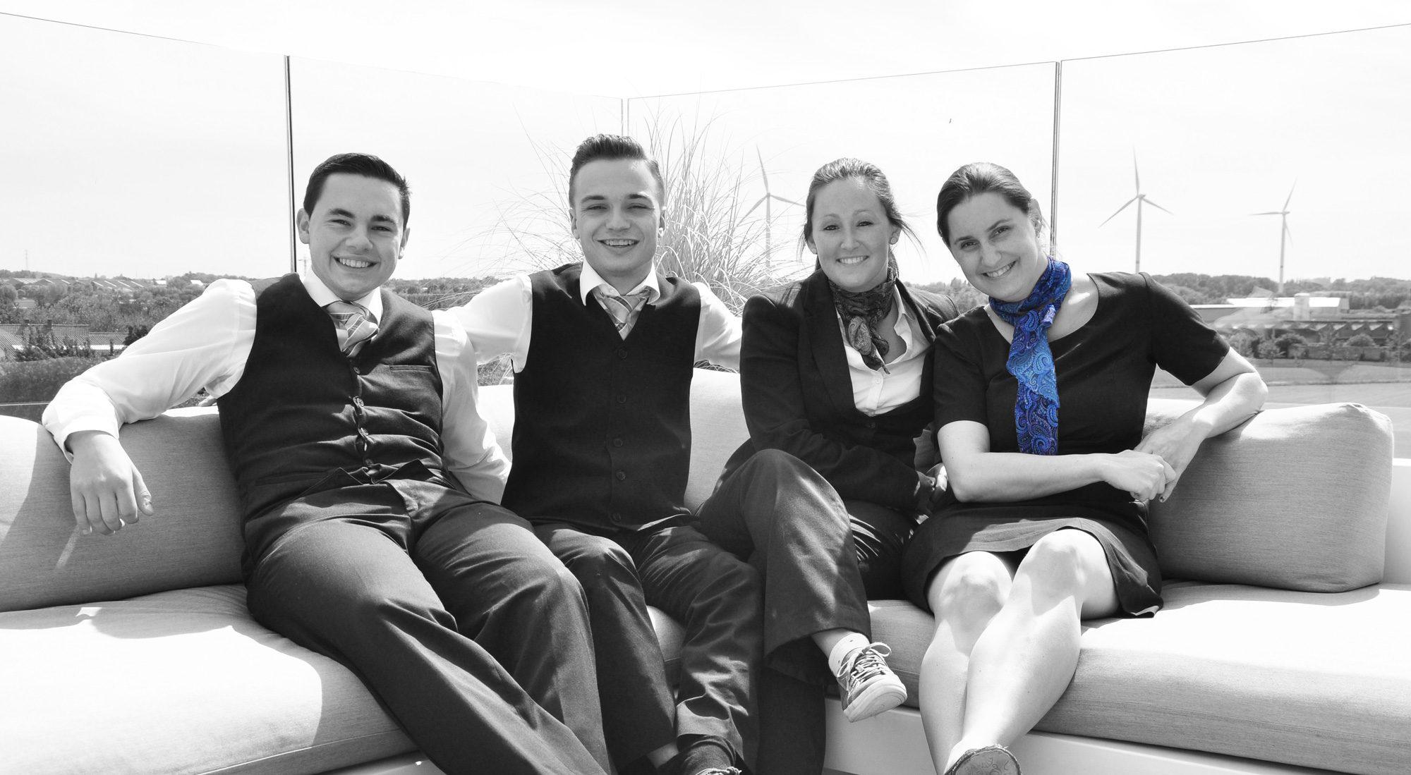 Het Team van Blue Woods Hotel: Kevin, Jef, Lynn en Julie